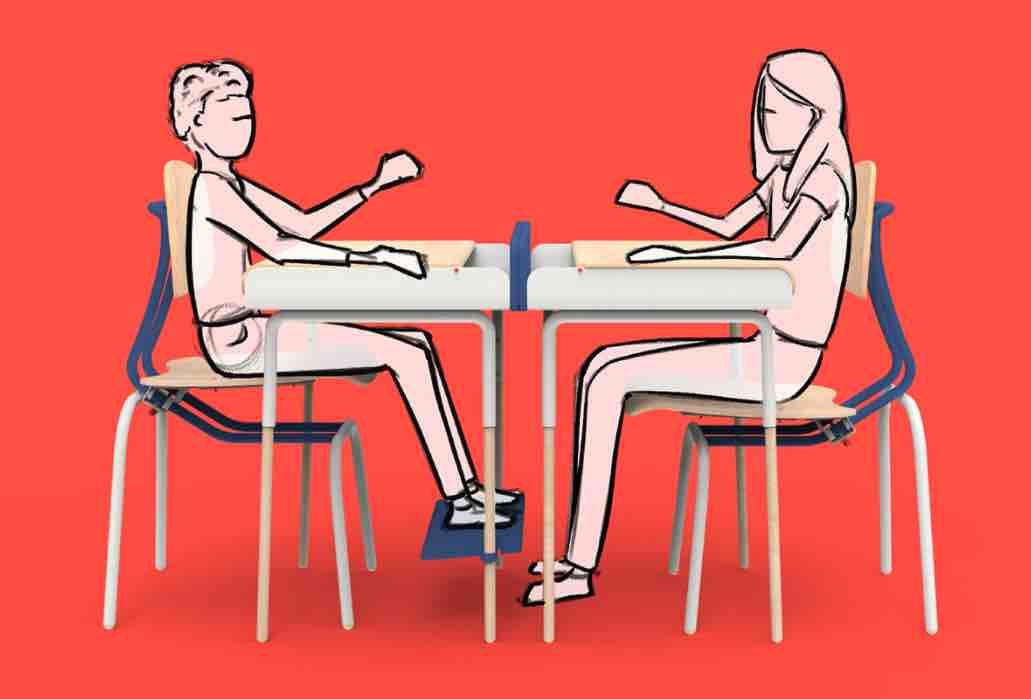 Figure 4: Le mobilier scolaire Stuart propose des sièges ajustables permettant à deux élèves de grandeur différente d'être confortables et à la même hauteur. Ce détail dans l'ajustement des chaises contribue à offrir un environnement propice aux relations égalitaires. Source : Selena Tremblay, Morgane Le Noury, Mélanie Ouellet, Mélanie Hamel-Auger, Projet Stuart, Justice Sociale : Design de mobilier scolaire, Behance.